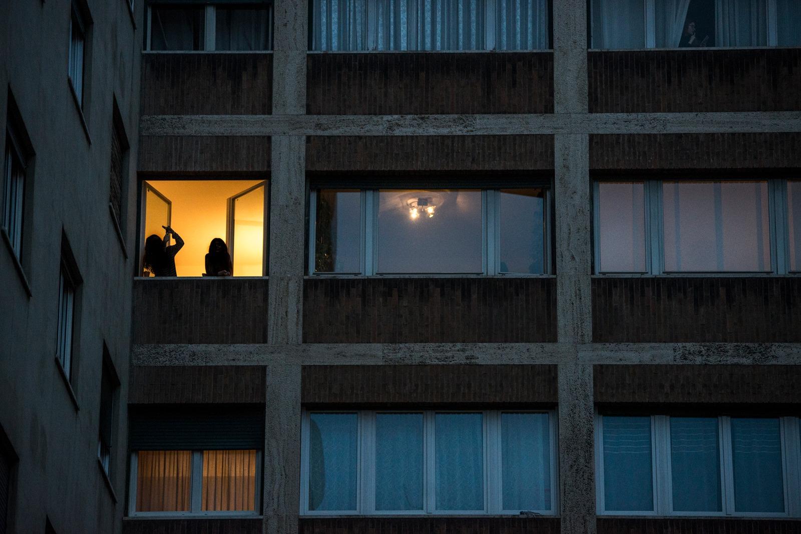 Lavorano Spesso Alle Finestre finestre aperte sulla crisi | vag61 spazio libero autogestito